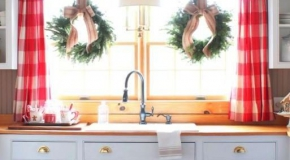 Украшение новогодними венками кухни