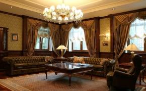 Элитная гостиная с английскими окнами