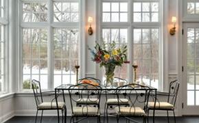 Окна в английском стиле в столовой