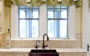 Короткие зеленые шторы для кухни