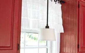 Короткие белые шторы для кухни