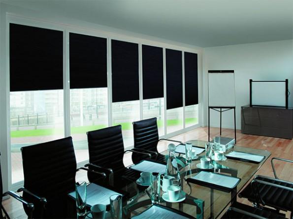 рулонные шторы в конференц зале