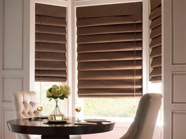 коричневые рулонные шторы для офиса