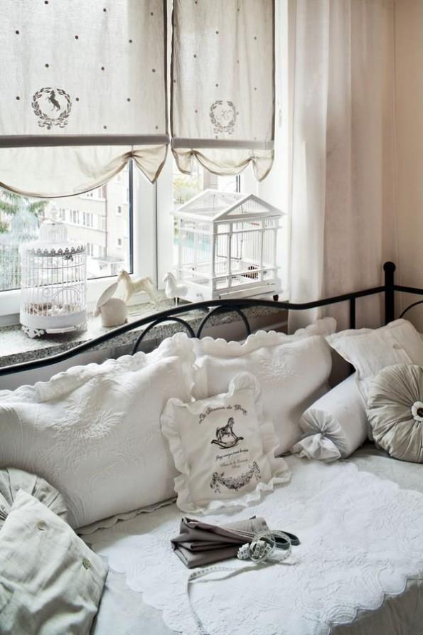 Воздушные шторы из льна в гостиной