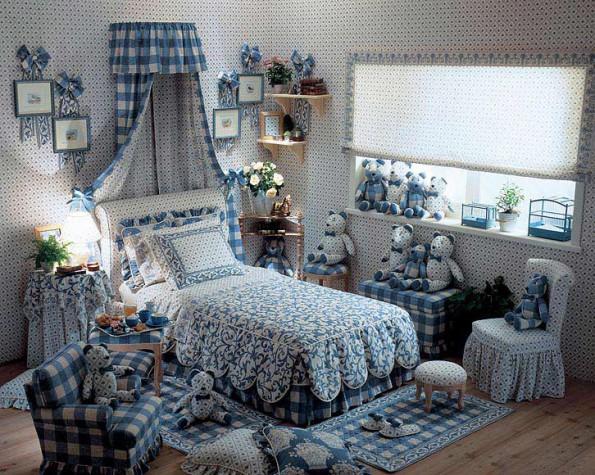 Готовые шторы в интерьере спальни