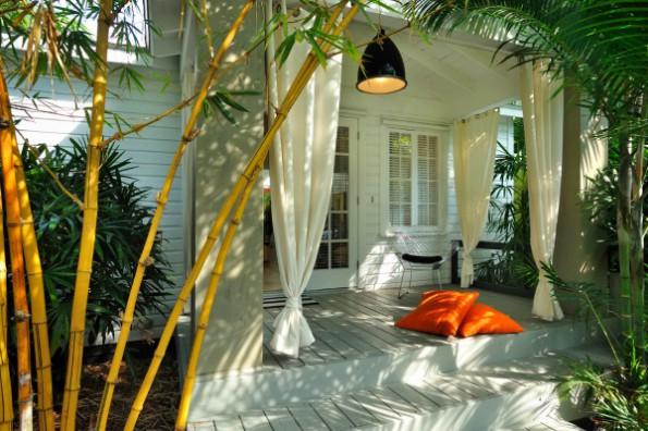 Белые шторы в интерьере спальни, кухни, гостиной, детской