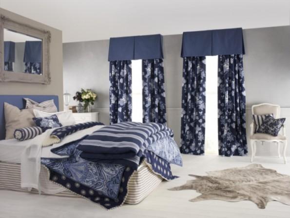 Синие шторы в интерьере