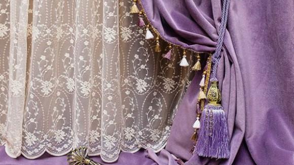 Фиолетовые шторы в интерьере